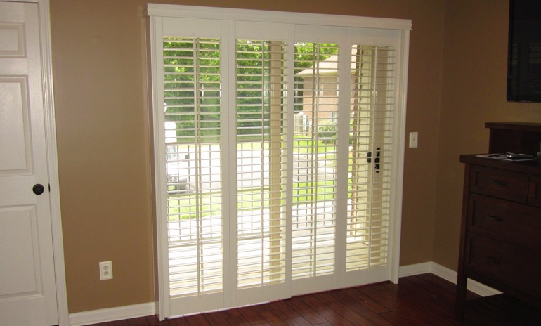 Charlotte sliding door bifold shutters in living room